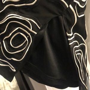 H&M Skirts - Black and white fitted midi swirl pattern skirt